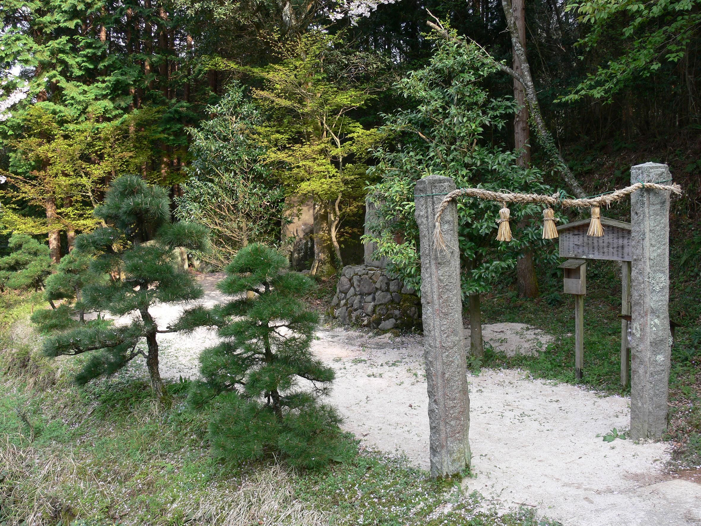 島根県松江市の伊賦夜坂 ―ここが黄泉の国からの出口?