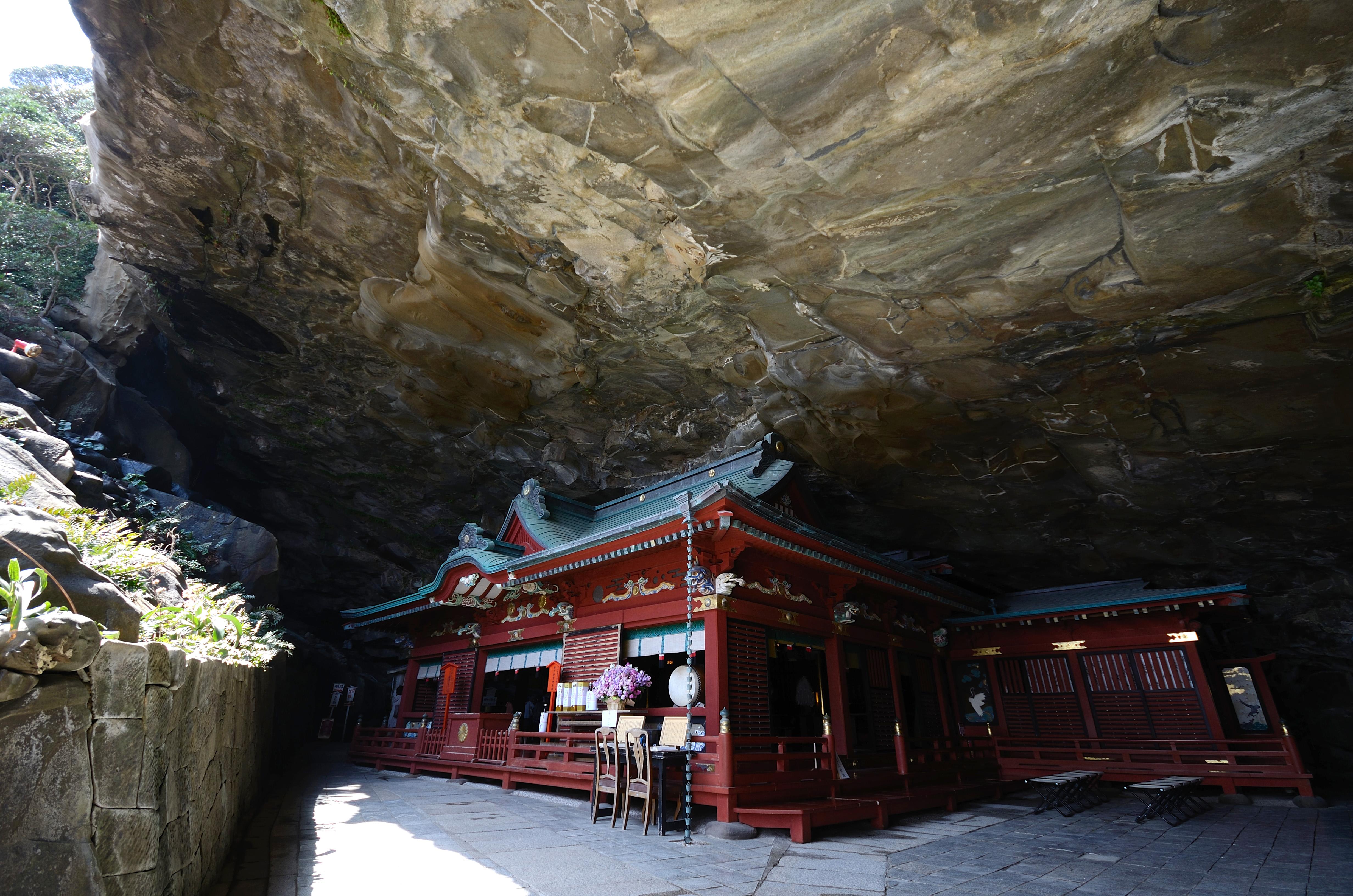 Udo Jingū, located on the Nichinan Coast south of Miyazaki City, is dedicated to Yamasachibiko.