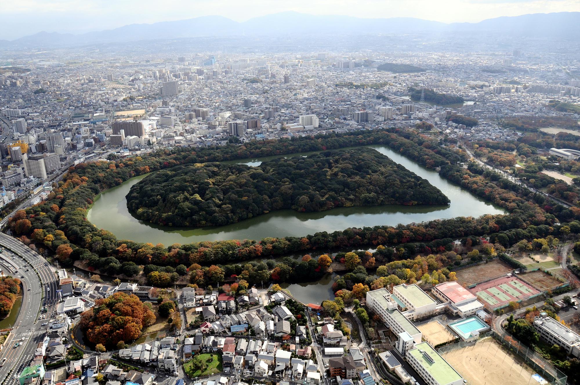 大仙古墳は仁徳天皇陵だと考えられている。(大阪府堺市)