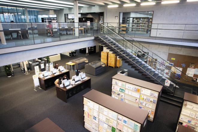 落ち着いて読書、研究に取り組める図書館